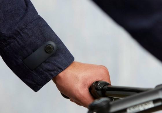 Google и Levi's научили «умную» джинсовую куртку предупреждать о забытом смартфоне